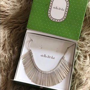 Essential fringe silver necklace